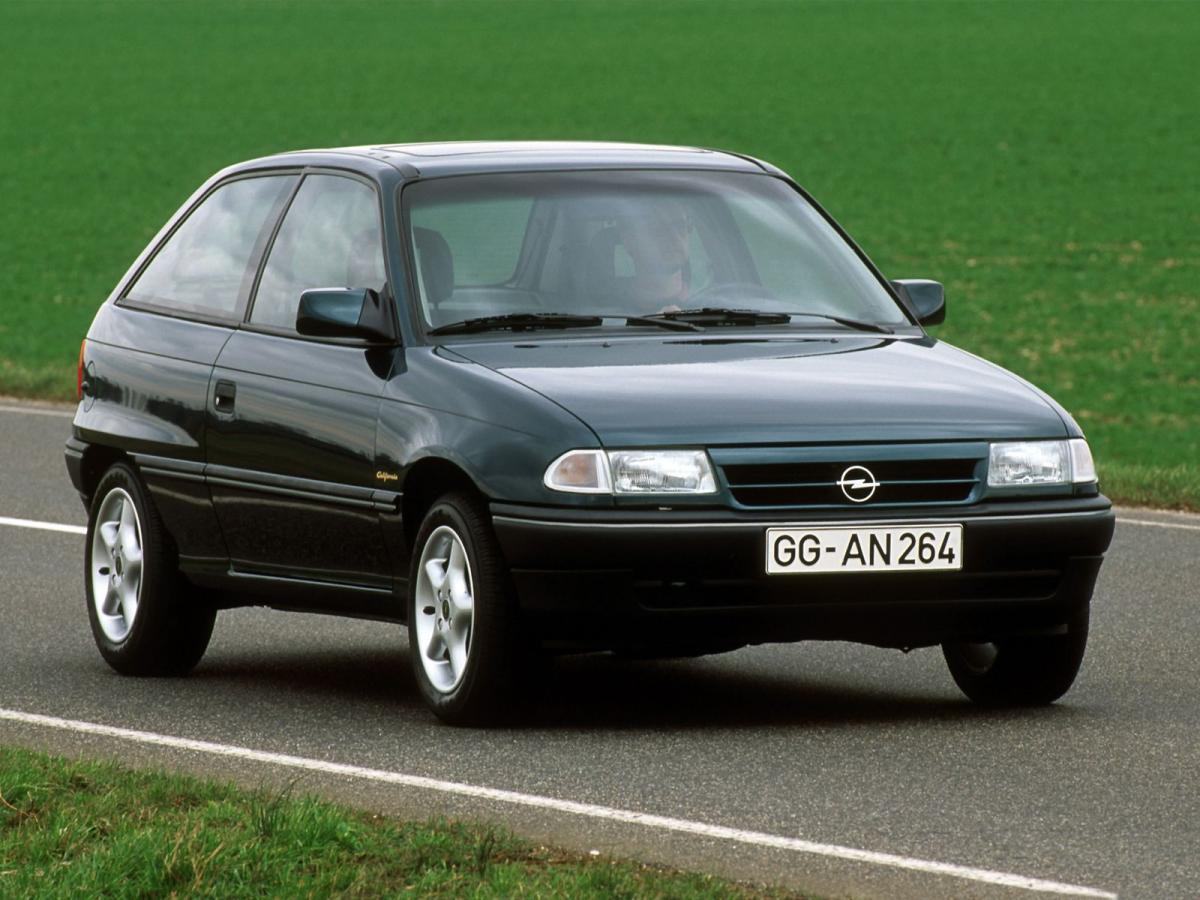 Снимки: Opel Astra F CC